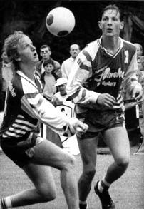 Ralf B�sselmann legt bei den Deutschen Meisterschaften 1999 in Holzminden f�r seinen Schlagmann Jens Kolb auf